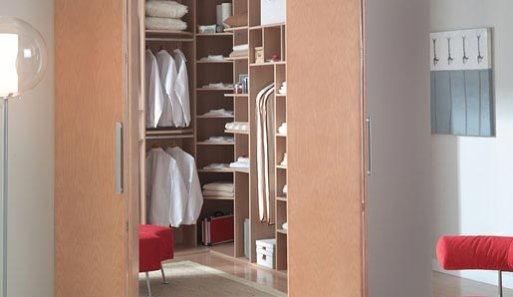 Fuente: http://decoracion.facilisimo.com/reportajes/otras-estancias/el-vestidor-ideal_186571.html