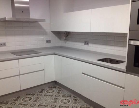 Un armario en el hueco de la escalera cocinas capi - Ultimos disenos de cocinas ...