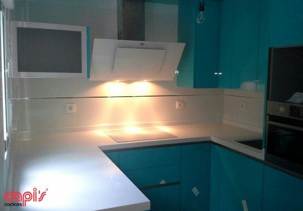 Dise o en turquesa de cocinas capi 39 s cocinas capis dise o y fabricaci n de cocinas en - Cocinas capi ...