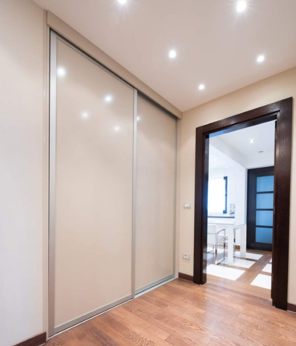 Tips para elegir la puerta perfecta para tu armario for Puertas correderas de cristal para armarios