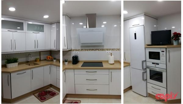 Cocina en blanco amarillo y plata cocinas capis - Cocinas con electrodomesticos blancos ...
