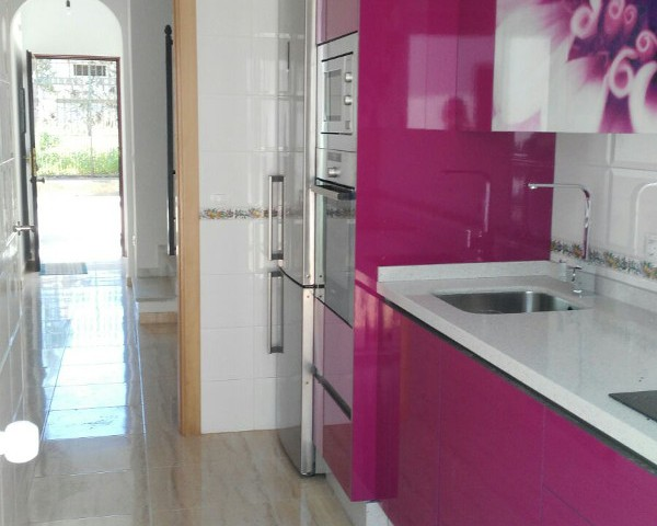 Cocina con diseño floral - Cocinas Capis, diseño y fabricación de ...