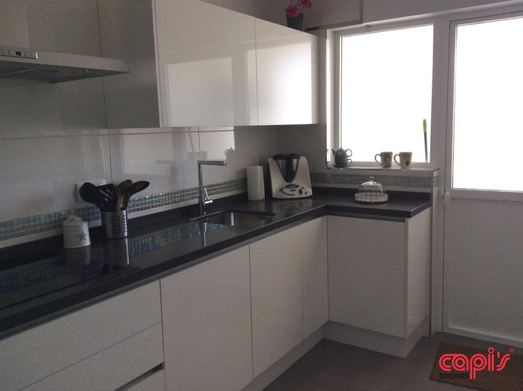 Cocina modelo luxe cocinas capis dise o y fabricaci n - Cocinas lacadas en blanco ...
