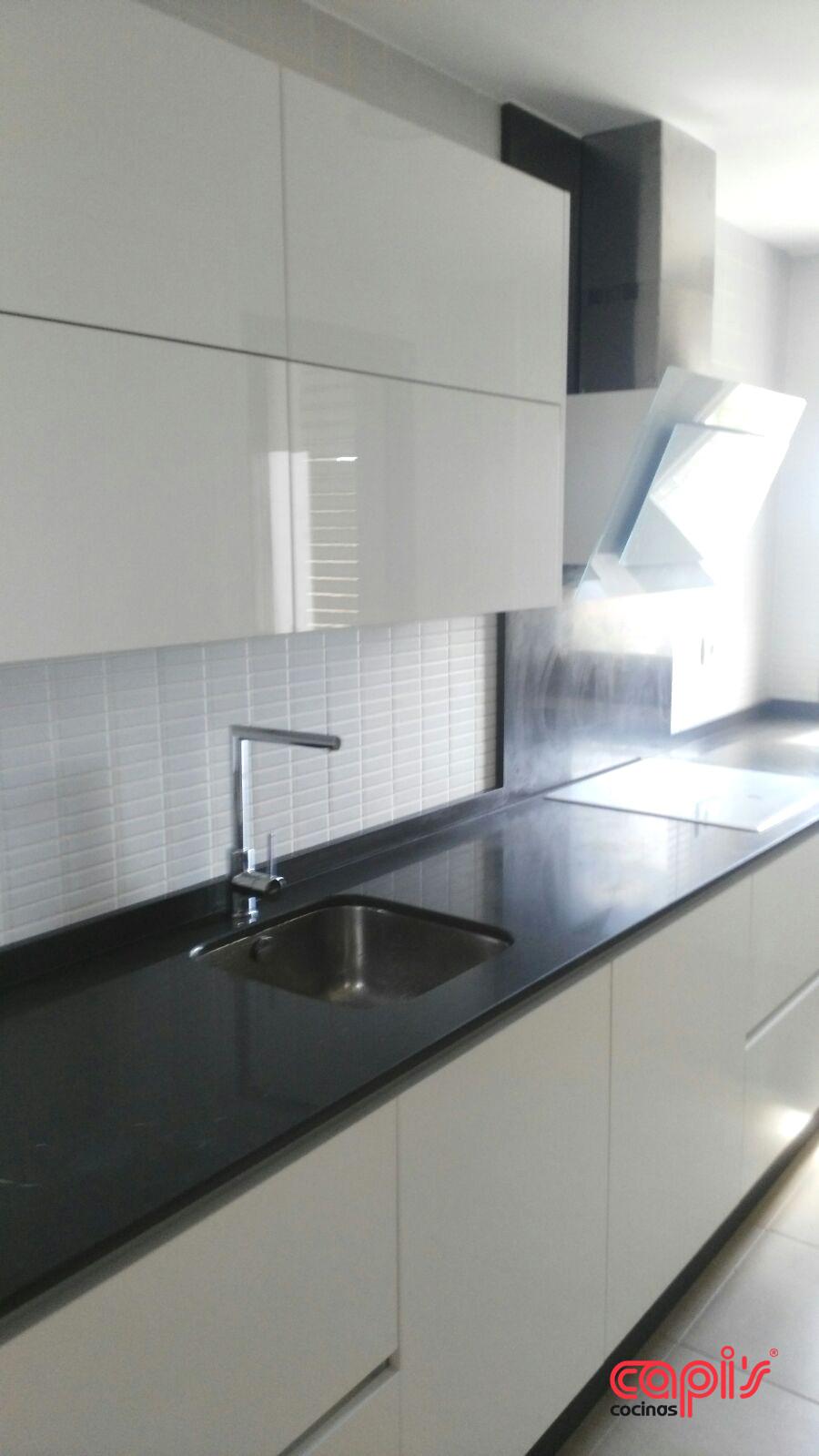 Cocina blanca y marengo cocinas capis dise o y Disenos de cocinas integrales blancas