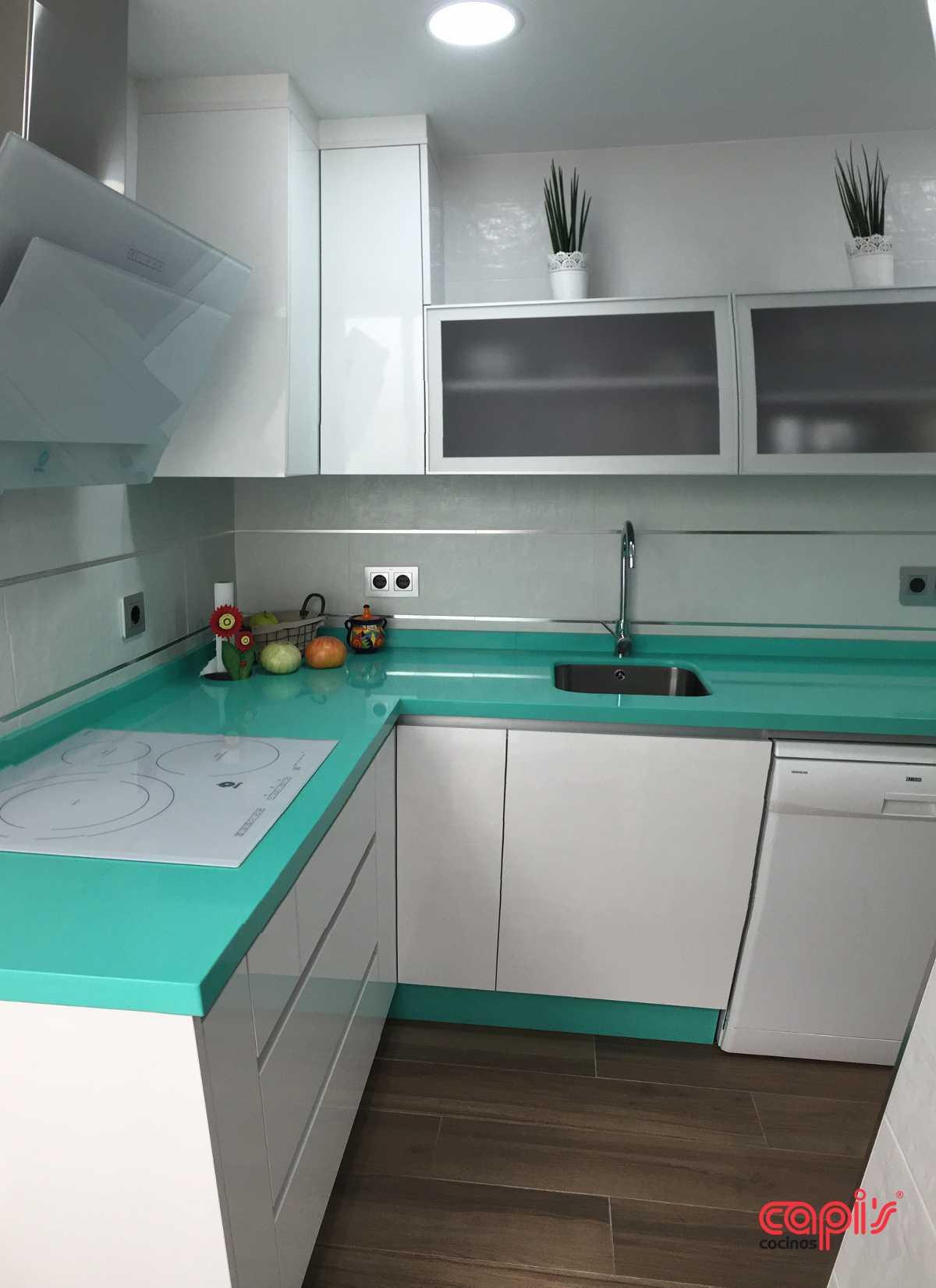 Cocina blanco brillo sin tiradores elegant cocina sin for Tiradores cocina leroy