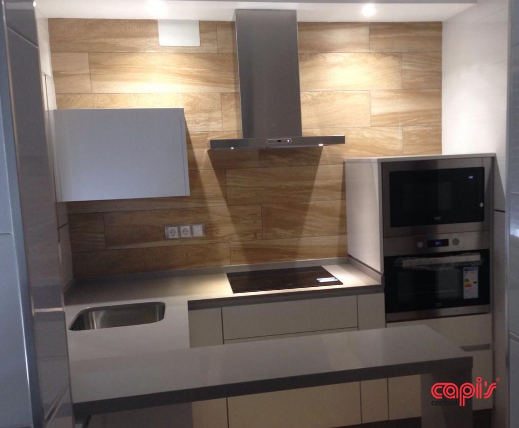 Cocina en blanco amarillo y plata cocinas capis for Configurador de cocinas