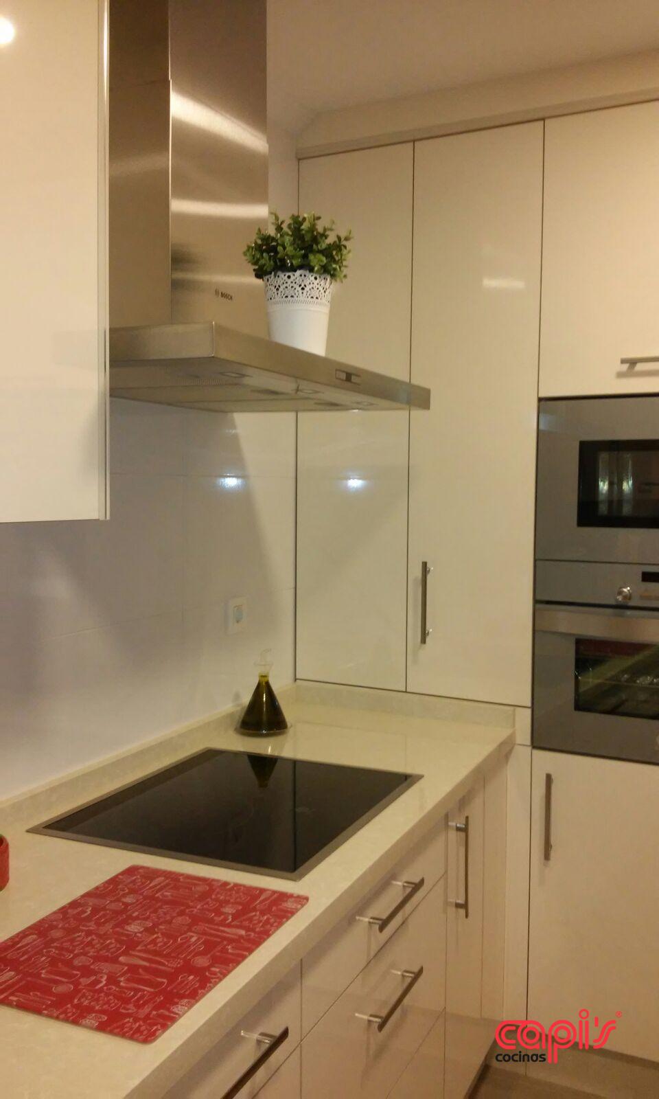 Cocina beige cocinas capis dise o y fabricaci n de cocinas en huelvacocinas capis dise o y - Cocinas con azulejos beige ...