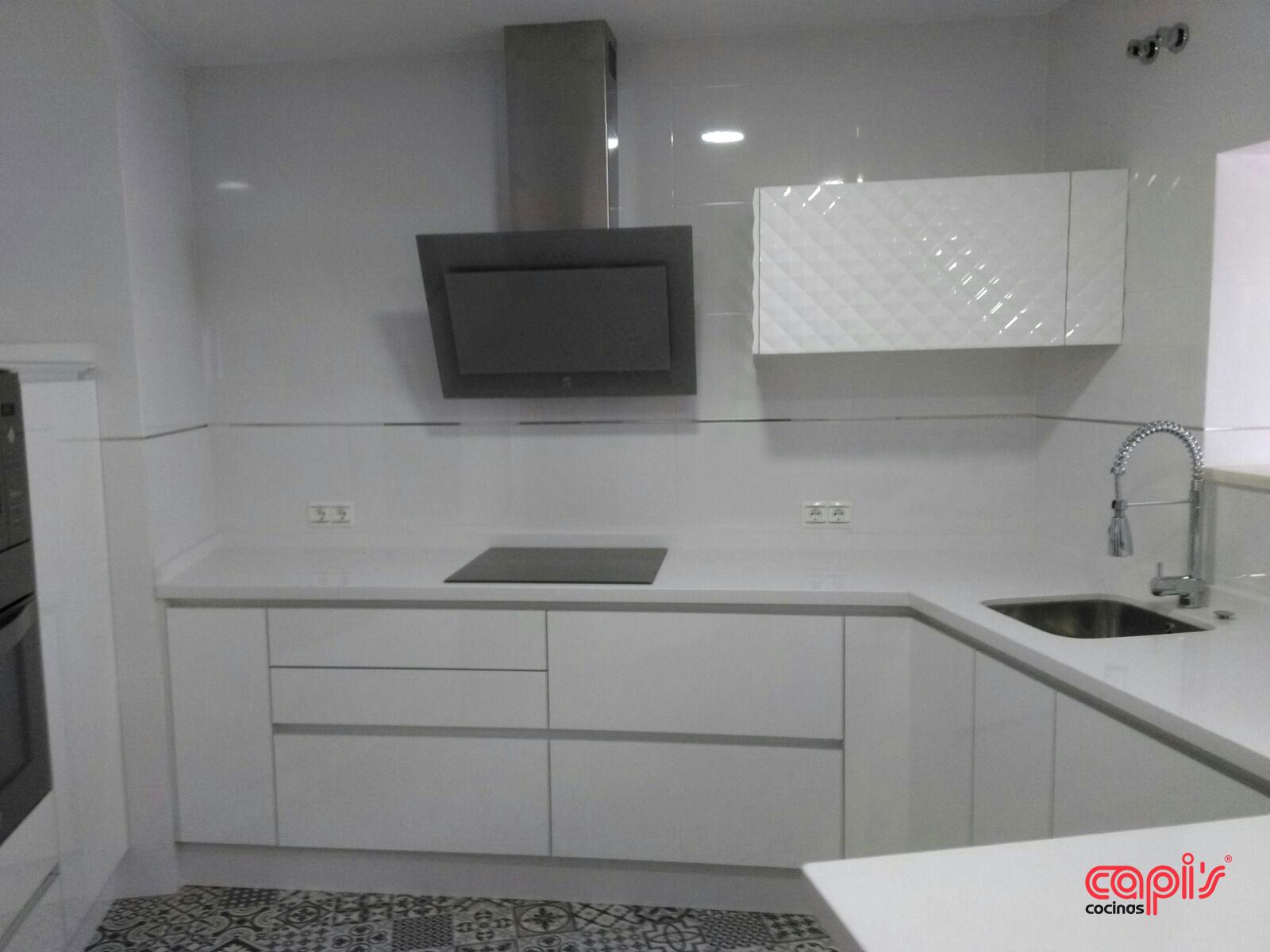Cocina blanco sobre blanco cocinas capis dise o y fabricaci n de cocinas en huelvacocinas - Cocinas lacadas en blanco ...