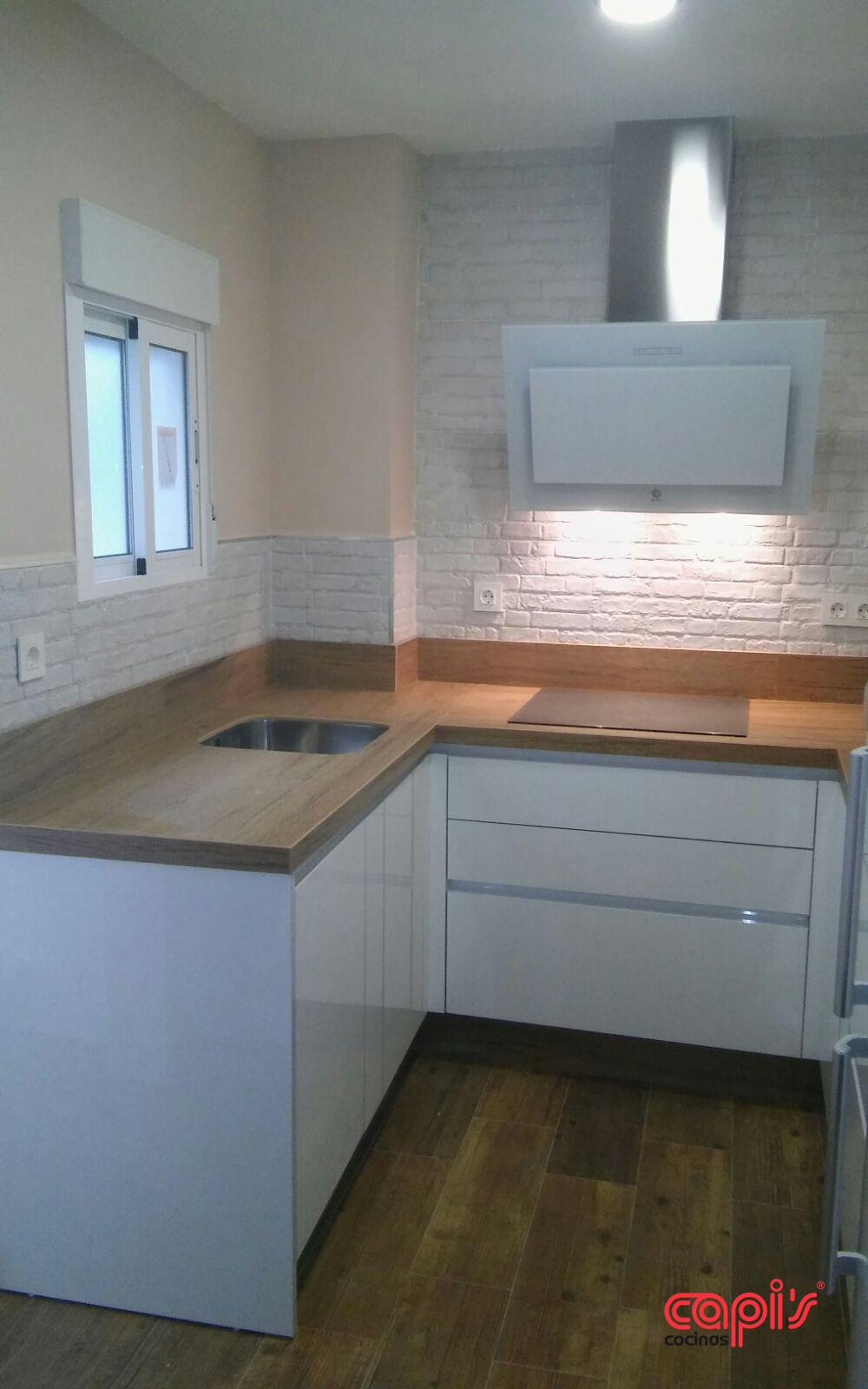 Cocina luxe blanco y valterra cocinas capis dise o y fabricaci n de cocinas en huelvacocinas - Cocinas capi ...