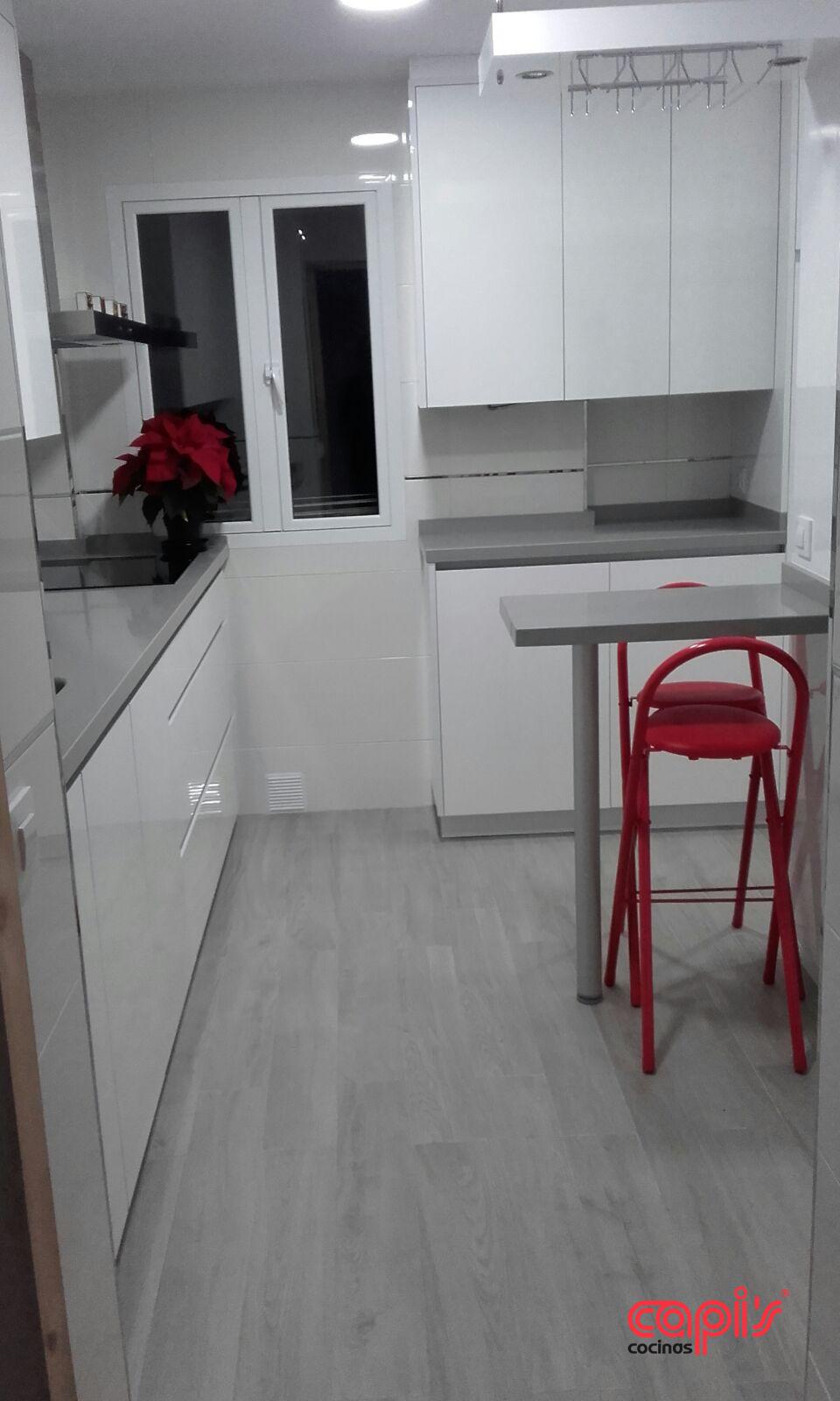 Cocina tonos blanco y gris - Cocinas Capis, diseño y fabricación de ...