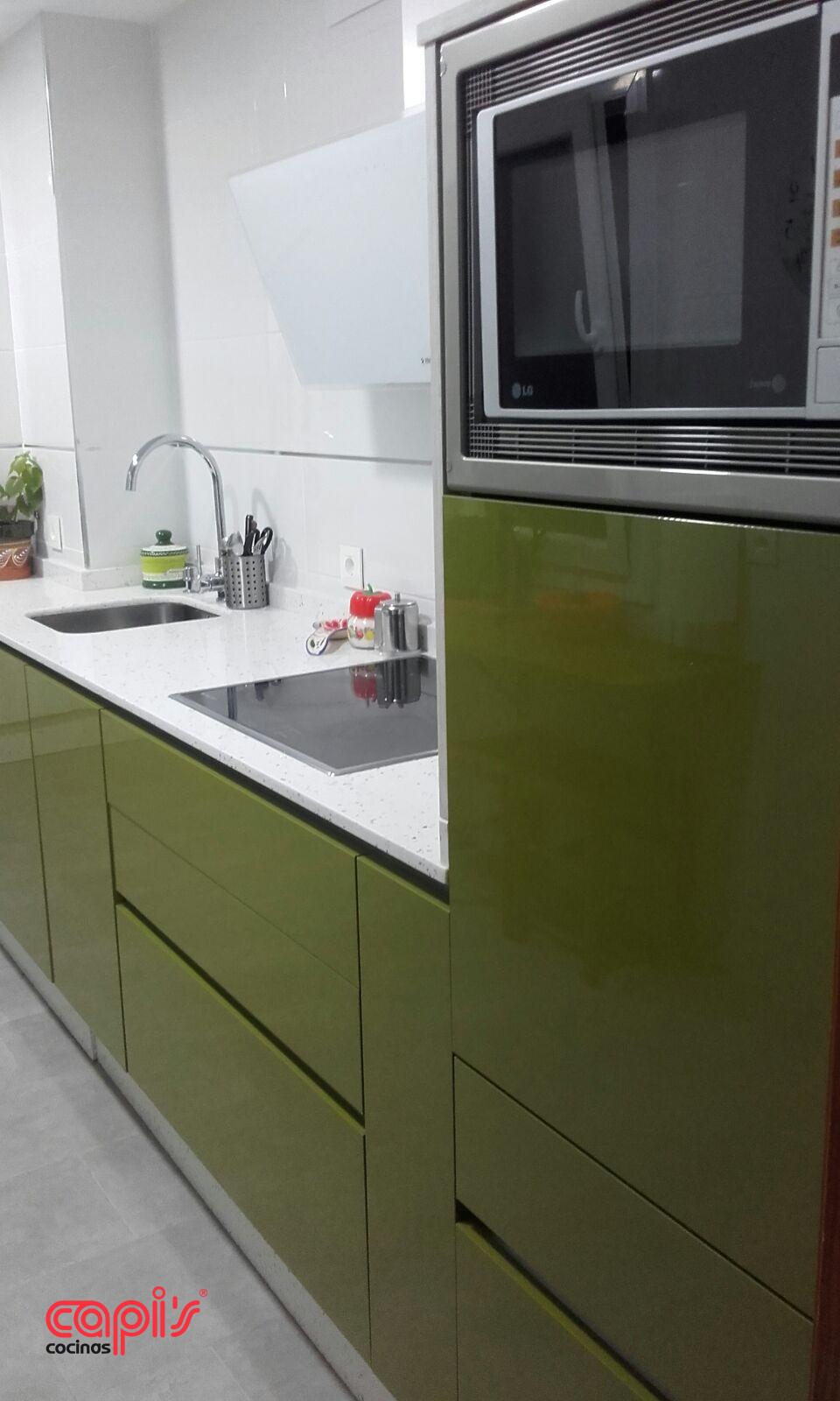 Cocina verde y pizarra cocinas capis dise o y - Cocinas en huelva ...