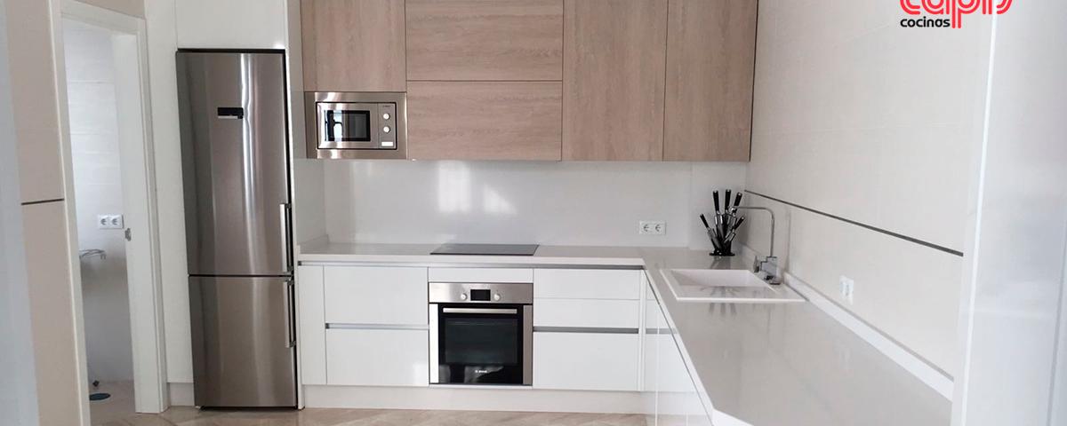 Madera y blanco cocinas capis dise o y fabricaci n de for Configurador cocinas