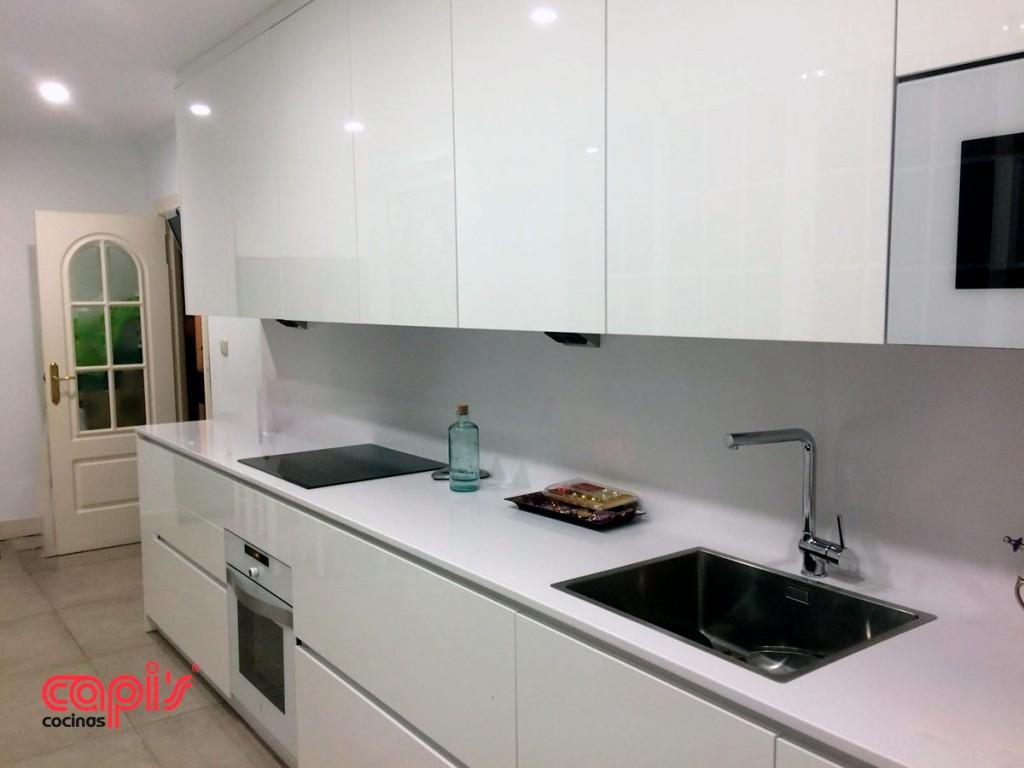 Qu es una cocina integral cocinas capi 39 scocinas capis for Encimera de cocina lacada en blanco negro