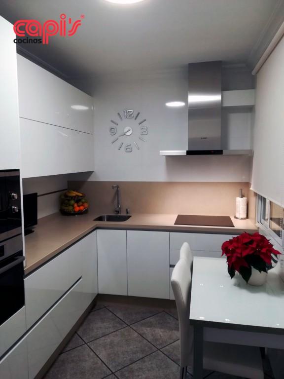 cocina blanca brillo capis